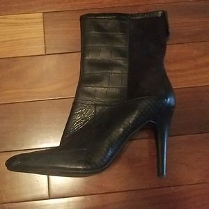 EUC. Heeled Zip Snakeskin & Smooth Material Boots